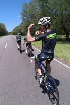 Dan_Turek_Sporting_Cycling_Academy_Kit_in_Argentina.jpg